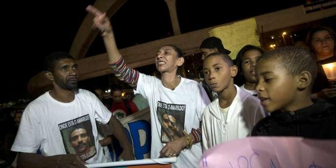Le 14 août, lors d'une manifestation réclamant la vérité sur le sort d'Amarildo de Souza, disparu à Rio après son interpellation par la police.