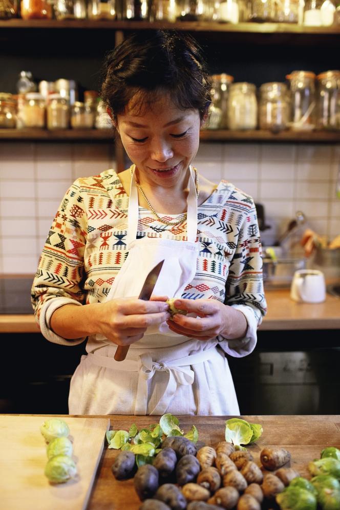 Kaori Endo aime travailler les produits de saison, uniquement bio.