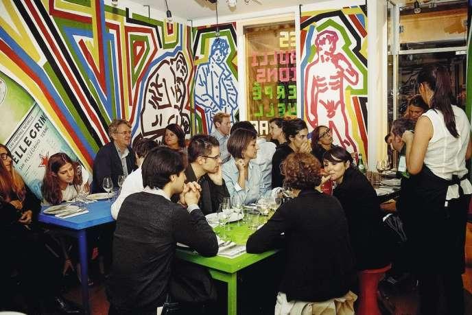 Dans le sillage des restaurants éphémères du Fooding et d'Omnivore, Laura Vidal et Harry Cummins s'installent une fois par mois dans les restaurants des copains, proposant des menus à thème.