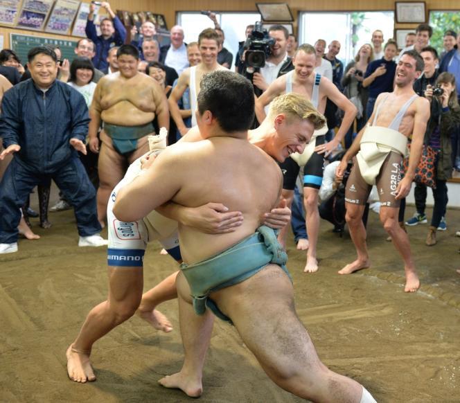 Le cycliste Marcel Kittel participe à un entraînement de Sumo en marge du critérium