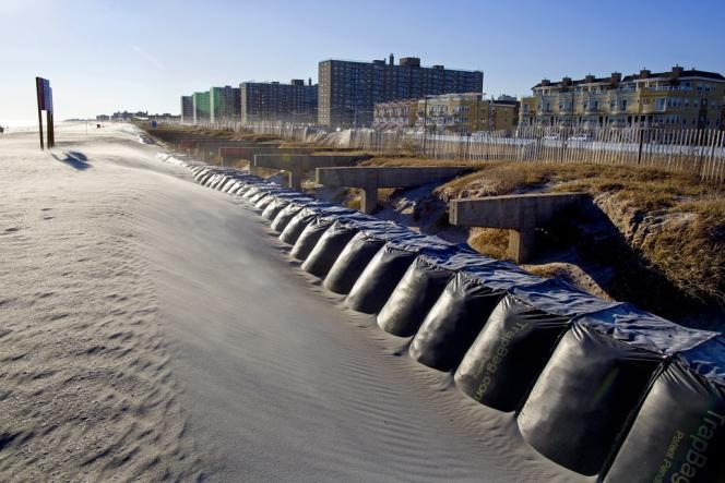 A Rockaway Beach, dans le quartier du Queens, à New York, les dunes ont été renforcées.
