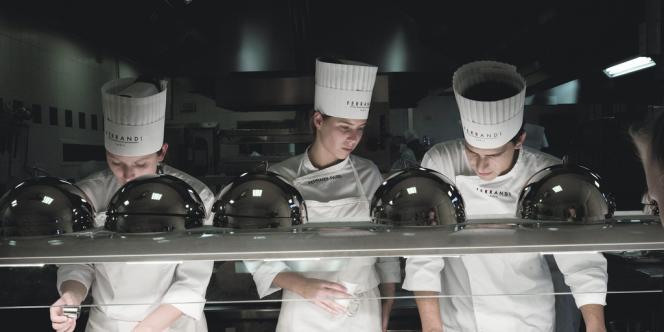 Au 28, l'un des deux restaurants d'application de l'école Ferrandi,  les étudiants se frottent au métier  en situation réelle.