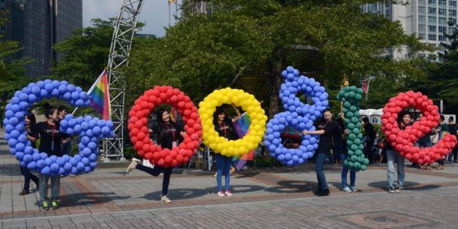 Des employés de Google à Taïwan, pendant la Gay Pride, le 26 octobre.