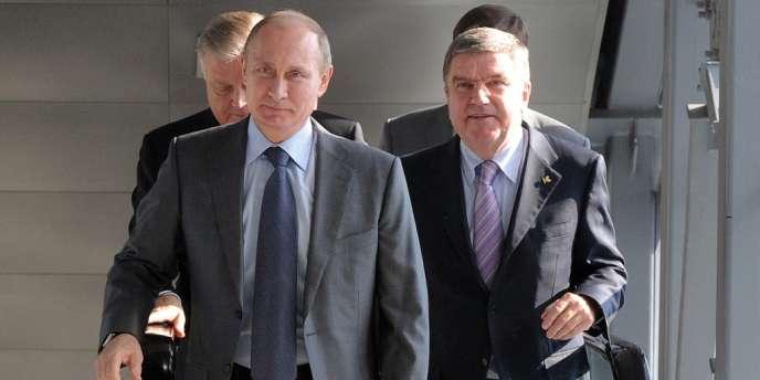 Vladimir Poutine avec le président du Comité international olympique, Thomas Bach, le 28 octobre, lors des préparatifs des JO de Sotchi.