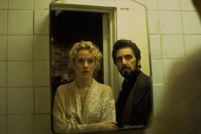 Penelope Ann Miller et Al Pacino dans