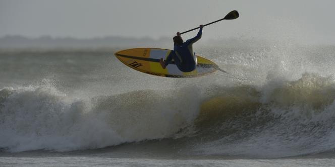 Lors d'une compétition de paddle à la Torche (Finistère), le 27 octobre 2013.