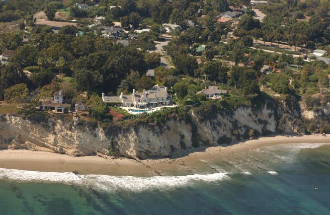 Vue aérienne du manoir de Barbra Streisand, prise en 2003 par Kenneth Adelman, photo que la chanteuse américaine a essayé en vain de censurer.