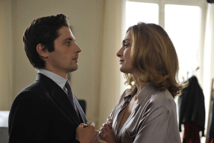 Raphaël Personnaz et Julie Gayet dans le film français de Bertrand Tavernier,