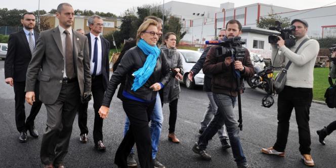 La ministre de la réforme de l'Etat, Marylise Lebranchu, arrive à l'abattoir de Gad à Lampaul en Bretagne, le 25 octobre.