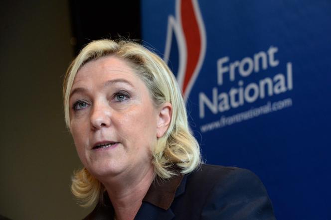Marine Le Pen lors d'une conférence de presse à Fougères (Ille-et-Vilaine) le 26 octobre.
