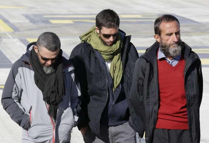 Les ex-otages Marc Ferret, Pierre Legrand et Daniel Larribe sont arrivés mercredi 30 octobre à Villacoublay.