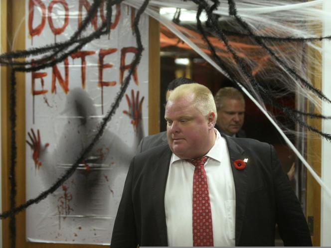 Le maire de Toronto Rob For, le 31 octobre en sortant de la mairie où il s'est défendu.