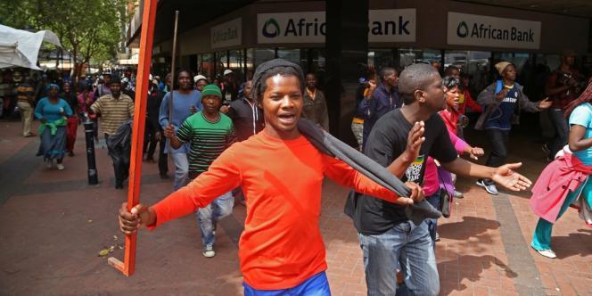 Manifestations pour l'amélioration des infrastructures dans les bidonvilles à Cape Town (Afrique du Sud), le 30 octobre.