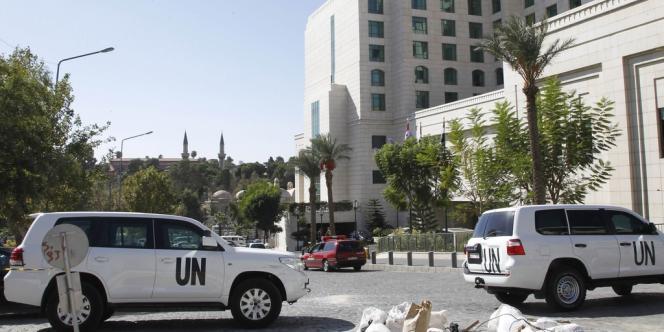 Les véhicules de l'ONU devant l'hôtel damascène où sont logés les inspecteurs de l'OIAC, le 22 octobre.