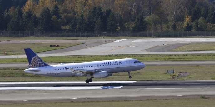 Ces assouplissements réglementaires interviennent après plus d'un an d'étude par des experts indépendants consultés par la FAA sur les problèmes potentiels de sécurité présentés par l'usage des appareils électroniques portables durant les vols.