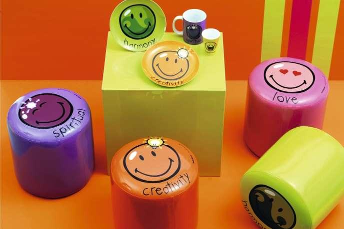 Décliné en une multitude de produits dérivés, le smiley fait le bonheur de la société française Smiley World Ltd, qui en détient  les droits depuis 1971.