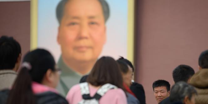 Selon la police chinoise, trois Ouïgours auraient précipité lundi 28 octobre leur voiture chargée de bidons d'essence contre l'entrée de la Cité interdite.