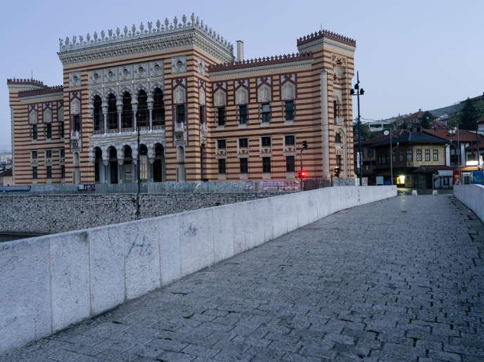 Le dernier trajet de l'archiduc  François-Ferdinand et sa femme Sophie : l'hôtel de ville, d'où est parti le couple princier.