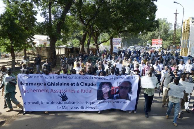 Les journalistes maliens ont rendu hommage, lundi 4 novembre à Bamako, à Ghislaine Dupont et Claude Verlon, les deux envoyés spéciaux français de RFI assassinés dans la ville de Kidal.