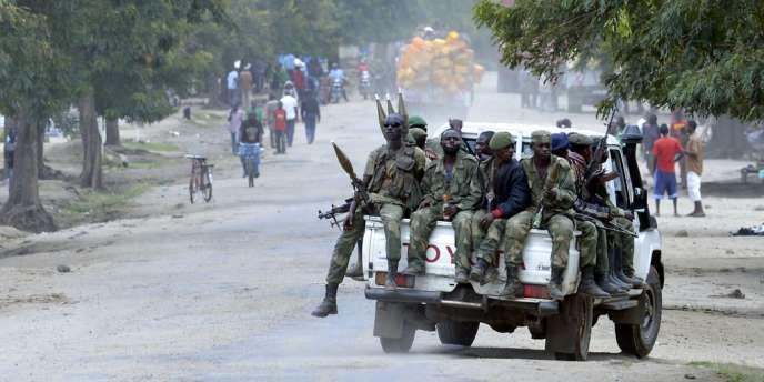 Des soldats des Forces armées de RDC au nord de Goma, le 2 novembre.