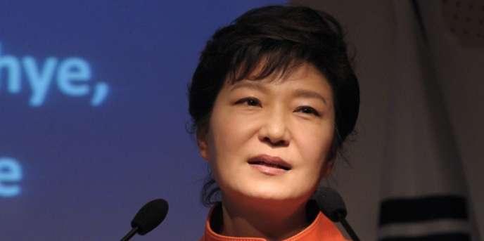 La présidente sud-coréenne Park Geun-hye s'est exprimée, lundi 4 novembre, dans un français parfait devant quelque 300 chefs d'entreprise réunis au siège du Medef, à Paris.