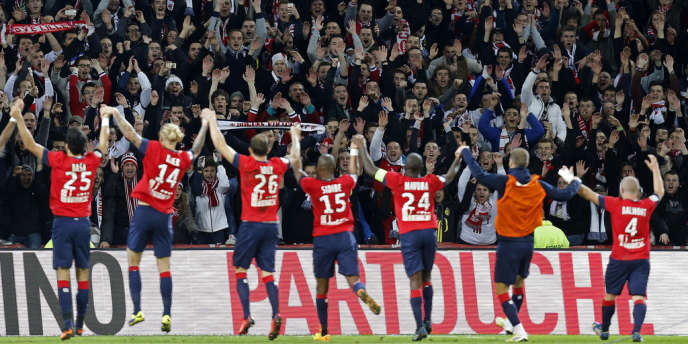 La joie des Lillois au stade Pierre-Mauroy après leur victoire contre Monaco, dimanche 3 novembre.