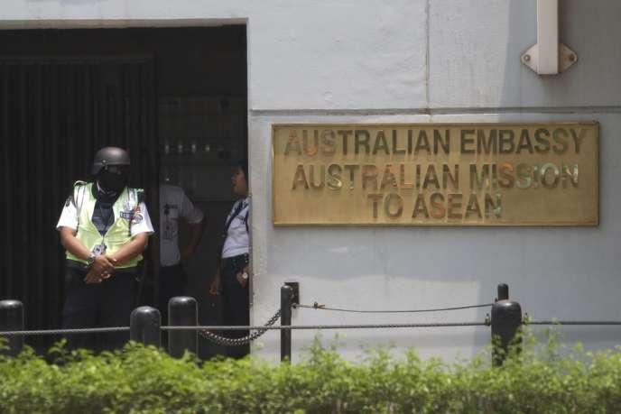 D'après un document transmis par Edward Snowden, des ambassades et des consulats australiens étaient utilisés comme bases pour intercepter des communications téléphoniques, radios et Internet.