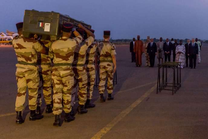 Les deux journalistes de RFI ont été enlevés et exécutés samedi 2 novembre à Kidal, dans le nord du Mali. Leurs corps ont quitté Bamako le lendemain.