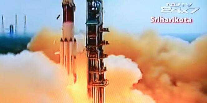 Le lanceur de 350 tonnes emporte une sonde de 1,3 tonne qui mettra près d'un an pour atteindre Mars, située à plus de 200 millions de kilomètres de la Terre.