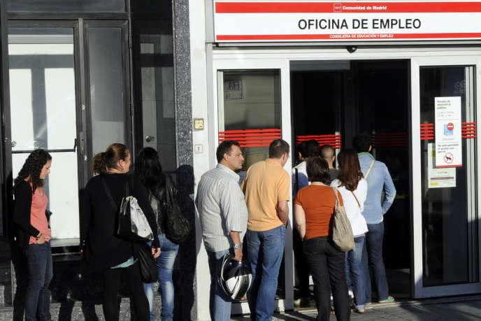 la bonne santé des exportations a peu d'incidence sur le chômage, qui frappe 26 % de la population active.