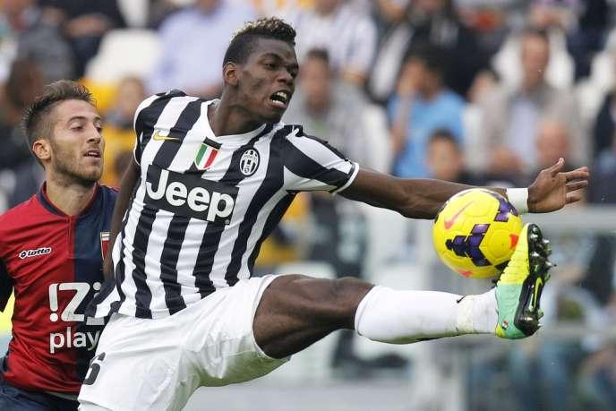 Paul Pogba en pleine extension face au Genoa, le 27 octobre au Juventus Stadium à Turin.