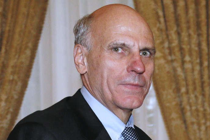 Le conseiller d'Etat Bernard Pêcheur, auteur d'un rapport sur la paie des fonctionnaires, à Matignon, le 4 novembre 2013.