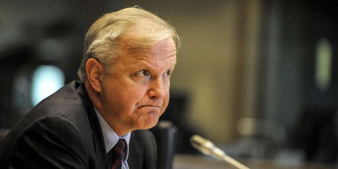 Olli Rehn, le commissaire européen aux affaires économiques, à Bruxelles, le 8 mai. La Commission pourraient donner un écho aux demandes formulées de longue date par les Etats-Unis et le FMI, afin de rééquilibrer la croissance allemande.