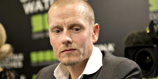 Le cycliste Michael Rasmussen, le 31 janvier, lors de la conférence de presse où il explique son dopage pendant douze années de carrière.
