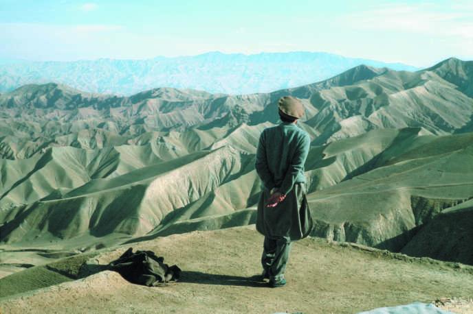 Le commandant Massoud face à la vallée du Panshir, Afghanistan, 1998.