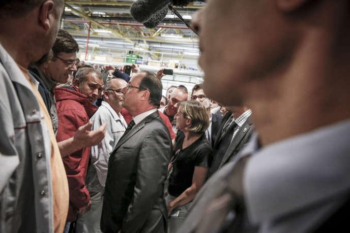 François Hollande lors d'une visite de l'usine Bosch de Rodez, le 29 mai.