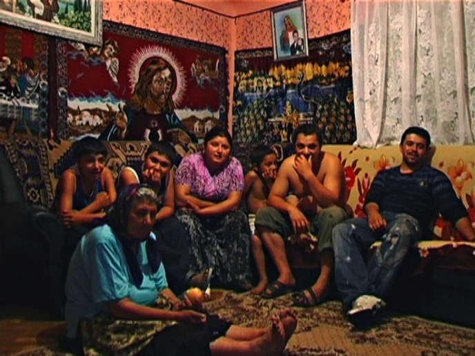 La vie quotidienne d'une famille rom dans le documentaire