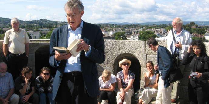 Lecture à Dublin par l'acteur Barry McGovern d'Ulysse de James Joyce, au sommet de la Tour-musée qui porte son nom, à l'occasion du