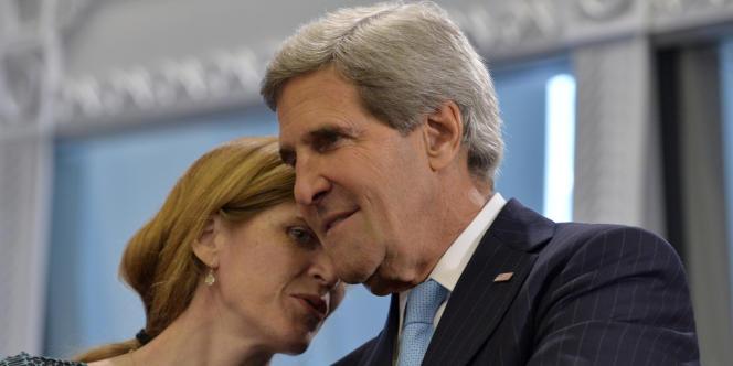 La représentante des Etats-Unis à l'ONU, Samantha Power, parle au secrétaire d'Etat John Kerry, en septembre à New York.