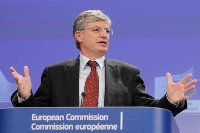 Le commissaire européen à la santé et à la consommation Tonio Borg s'adresse à la presse sur question des OGM à Bruxelles, le 6 novembre.