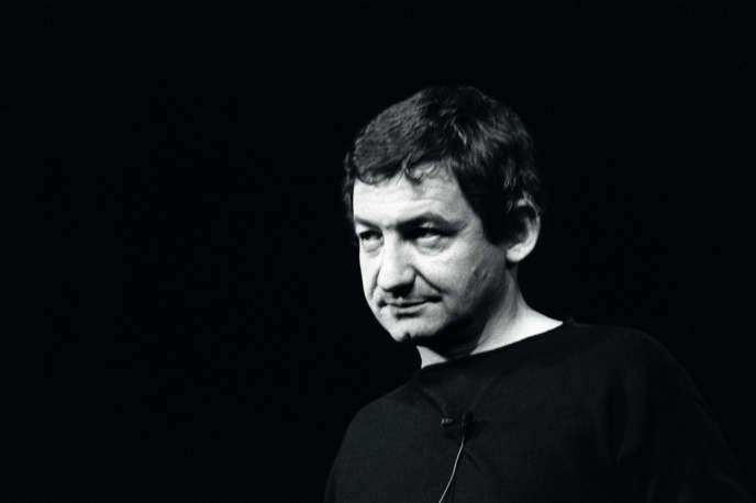 Paris, janvier 1984. Pierre Desproges, au Théâtre Fontaine à Paris.