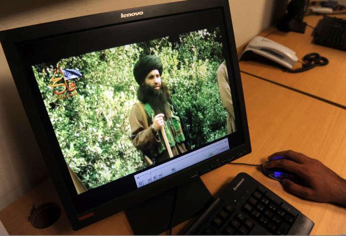 Le mollah Fazlullah, filmé en juillet 2010, à Peshawar, par des journalistes pakistanais.