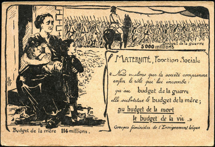 Illustration anonyme pour une carte postale de 1923 éditée par les groupes féministes de l'enseignement laïque, où la figure de la mère se confond avec celle de l'institutrice.