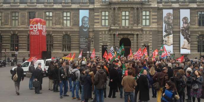 Manifestation contre le plan de départs volontaires à France Télévisions, devant le Palais royal, à Paris, le 7 novembre.