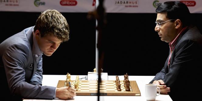 Magnus Carlsen et Vishy Anand lors d'un tournoi disputé en Norvège en mai 2013.