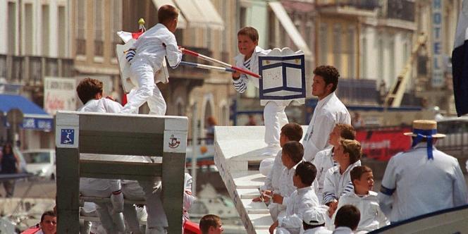 Des jeunes jouteurs à Sète en 2000.