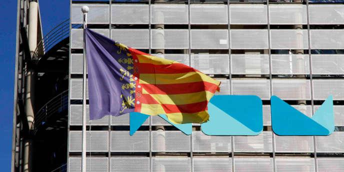 Devant le siège de la chaîne de télévision valencienne RTVV, le 6 novembre.