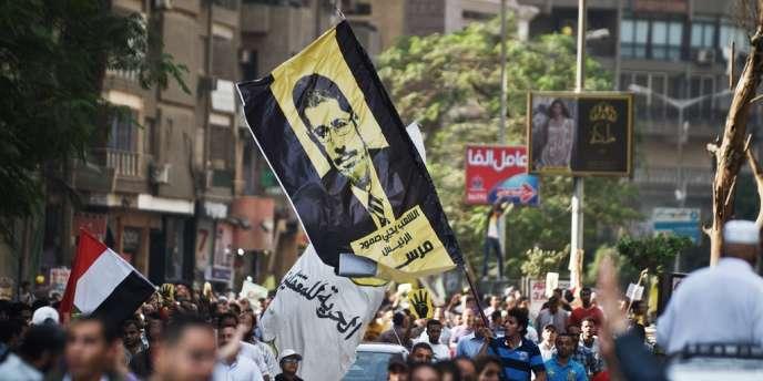 Des partisans des Frères musulmans et du président islamiste Mohamed Morsi, destitué par l'armée, lors d'une manifestation au Caire, en novembre.