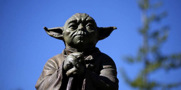 Une statue de Yoda, le personnage de « Star Wars », à San Anselmo en Californie.