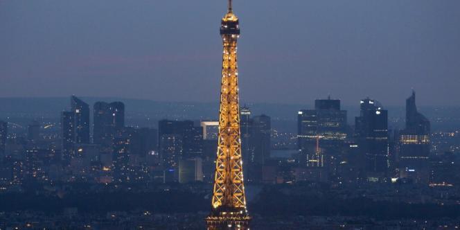 Paris tour Eiffel-Défense.